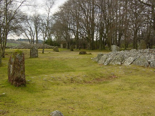 Stones_and_Cairn Clava Cairns Scotland