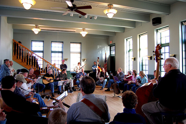 An informal bluegrass jam draws a crowd (courtesy jfiess on Flickr CC)