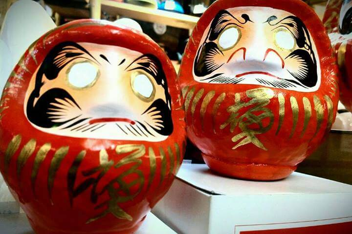 Daruma dolls waiting for a goal in San Francisco's Japantown (photo by Sheila Scarborough)