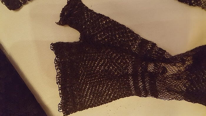 Elizabeth Barrett Browning lace glove Armstrong Browning Library Waco TX (photo by Sheila Scarborough)