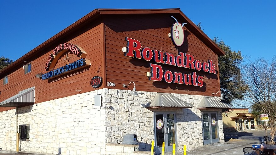 Exterior of Lone Star Bakery home of Round Rock Donuts (photo by Sheila Scarborough)