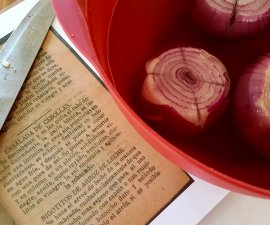 Getting ready to cook the onions for Ensalada de Cebollas during historic cooking class at Casa Navarro State Historic Site in San Antonio TX (photo by Sheila Scarborough)