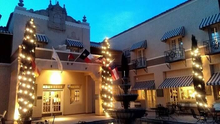 Hotel Paisano courtyard in Marfa TX (photo by Sheila Scarborough)