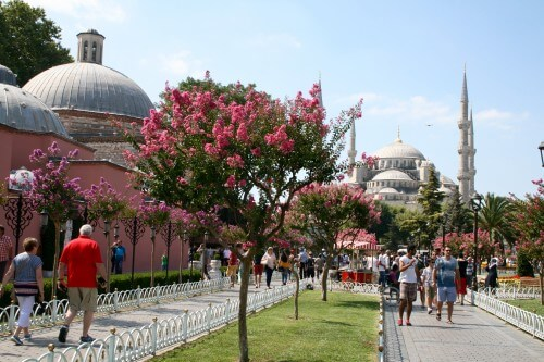 The Blue Mosque and the Sultanahmet neighbourhood in Istanbul (photo by author)
