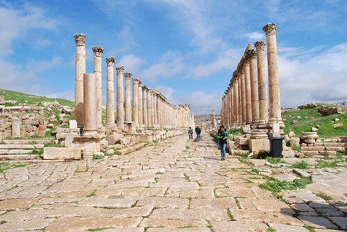 Jerash, Jordan, the Cardo Maximus (courtesy Paul Mannix at Flickr CC)
