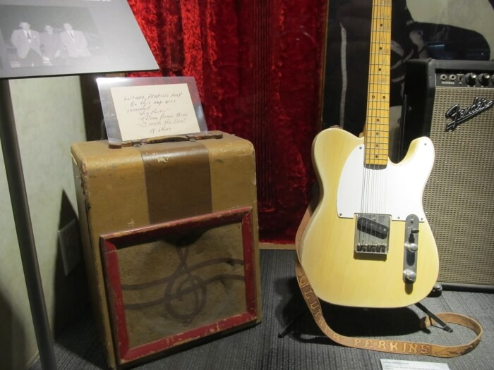 Luther Perkins' guitar and amp, at the Johnny Cash Museum in Nashville