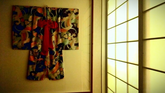 Kimono on display next to shoji screen in Hotel Kabuki Japantown San Francisco (photo by Sheila Scarborough)