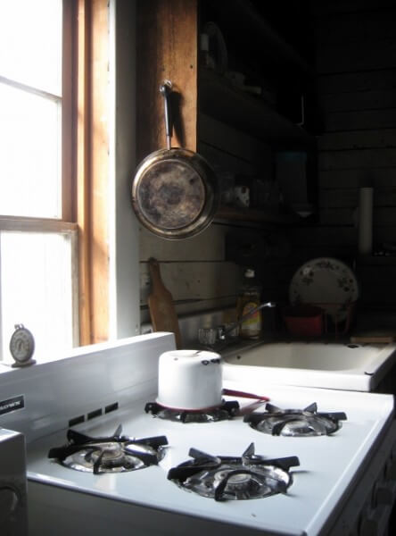 Kitchen at Miss Nellie's Tallahatchie Flats (photo by Sheila Scarborough)