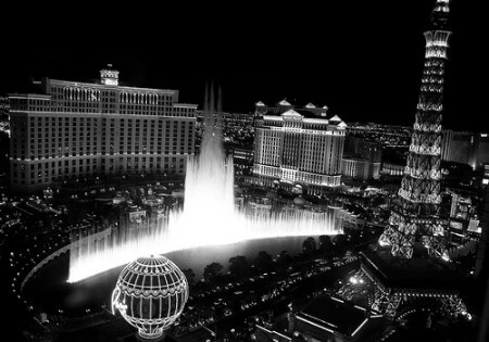 Las Vegas and Bellagio fountains (courtesy left-hand on Flickr CC)