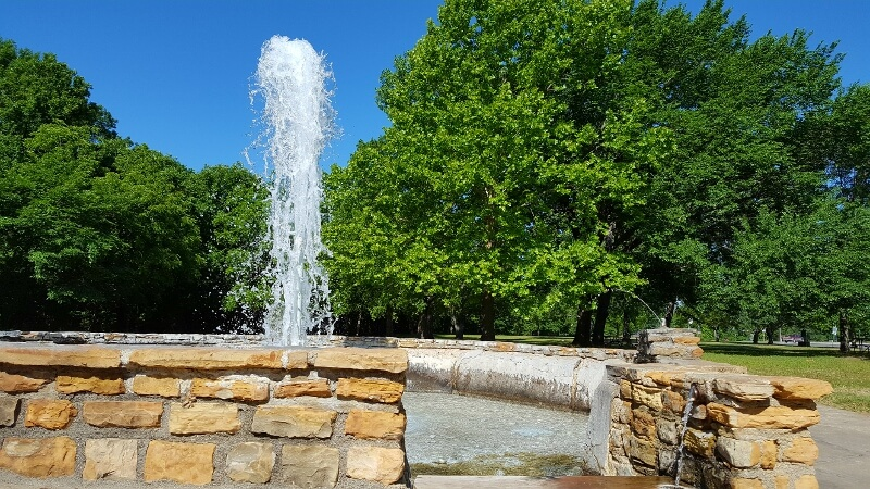 Mineral water fountain Vendome Well Sulphur Oklahoma (photo by Sheila Scarborough)