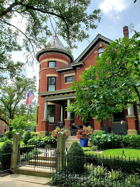 One of many beautiful homes near Schiller Park German Village Columbus OH (photo by Sheila Scarborough)