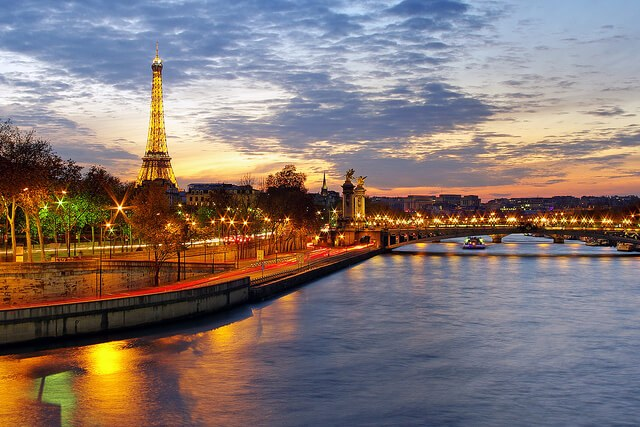 Paris and the Seine at sunset (courtesy James Whitesmith at Flickr CC)