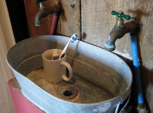 Rustic bathroom sink Tallahatchie Flats Miss Nellie's (photo by Sheila Scarborough)