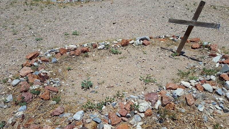 Simple grave site Concordia Cemetery El Paso TX (photo by Sheila Scarborough)