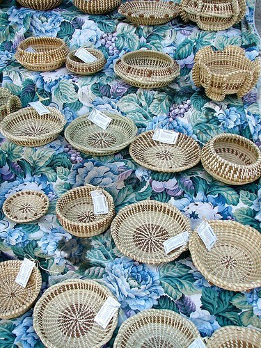 Sweetgrass baskets in South Carolina (courtesy designatednaphour on Flickr CC)