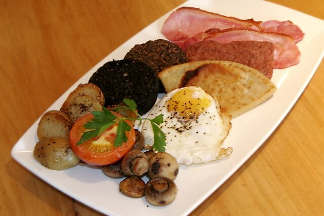 pipers tryst breakfast glasgow