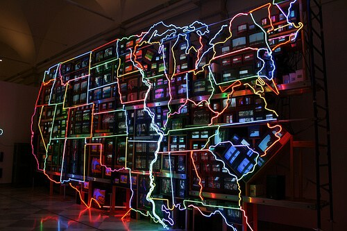 Perfect day of travel US map made of neon and TVs (courtesy davidrossharris at Flickr CC)