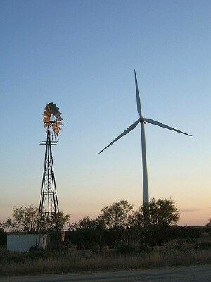 Windmills from two eras in Roscoe, TX west of Sweetwater (courtesy jcwadeaz at Flickr CC)