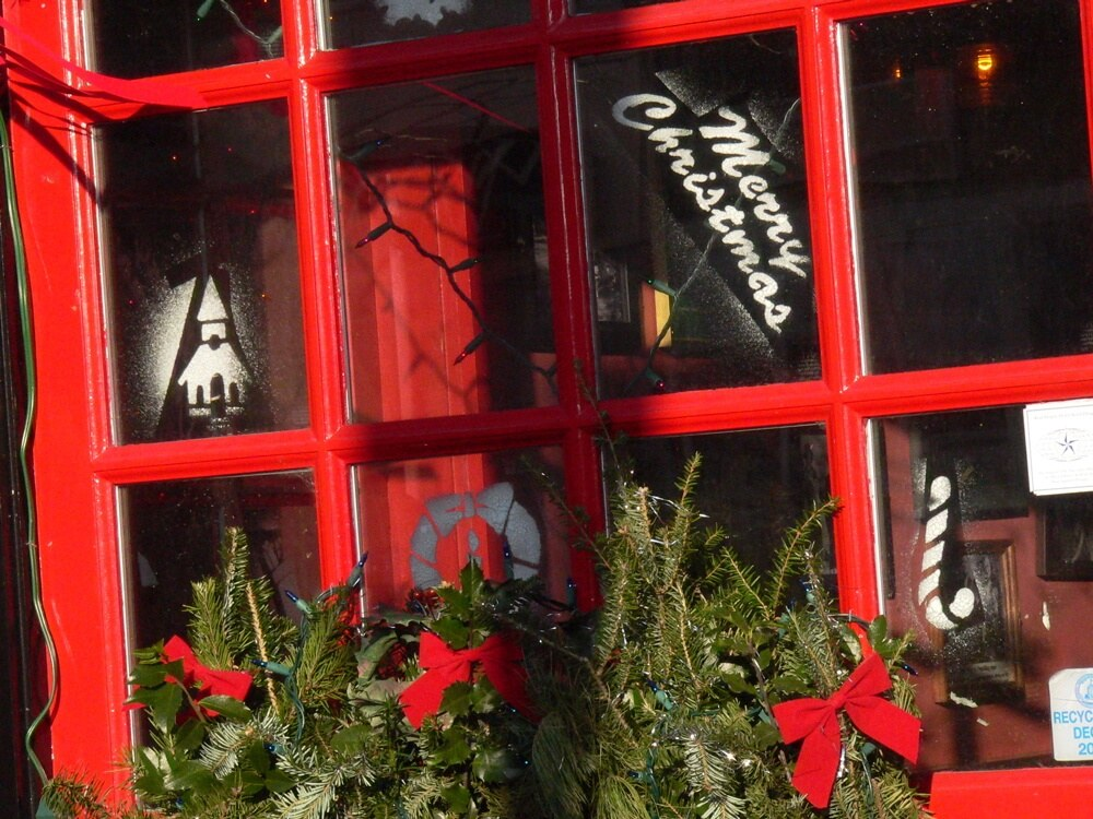 Irish pub Christmas window copyright Kerry Dexter