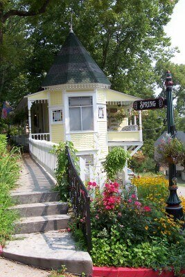 Eureka Springs, Arkansas, on Spring Street (photo by Sheila Scarborough)
