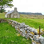 farmhouse-Ireland stone wall
