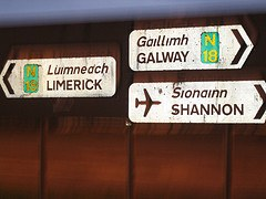 Gaelic and English on signs (courtesy Yoshinken at Flickr CC)