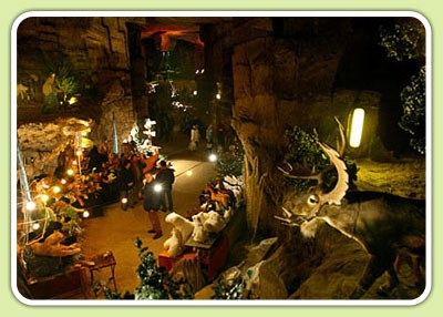 The Gemeentegrot cave Christmas market in Valkenburg NL (courtesy Spiritz Web design at valkenburgkerstmarkt.nl)