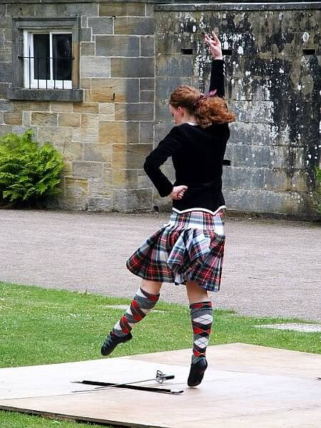 highland dance sword dance scotland