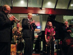 jim-cullum-riverwalk-jazz-ensemble-with-chloe
