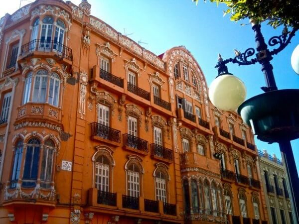 While many cite Nieto as being a deciple of Gaudí, his work on the house constructed for David Melul in 1915 at number 1 on Avenida de Juan Carlos I reflects the ornamental influences from Domènch i Montaner