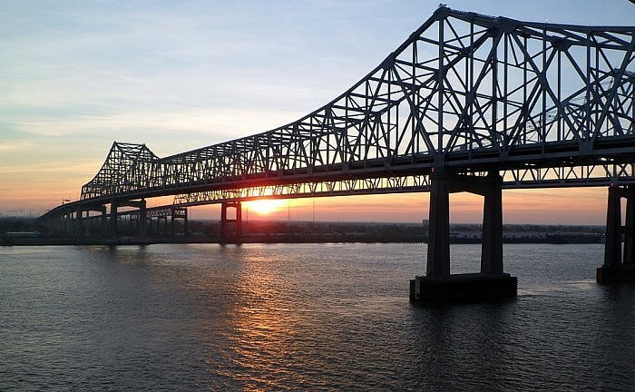 new orleans bridge over mississippi