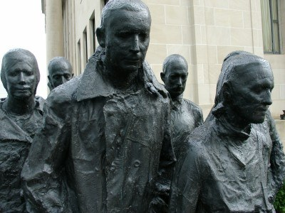Segal's Rush Hour sculpture, Nelson-Atkins Museum of Art, Kansas City (photo by Sheila Scarborough)