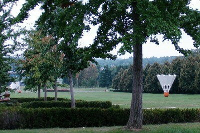 Sculptured badminton birdies on the lawn, Nelson-Atkins, Kansas City (photo by Sheila Scarborough)