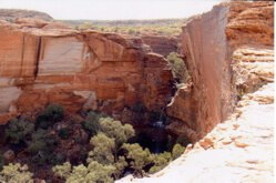 The green gorge in the middle of the desert: Kings Canyon