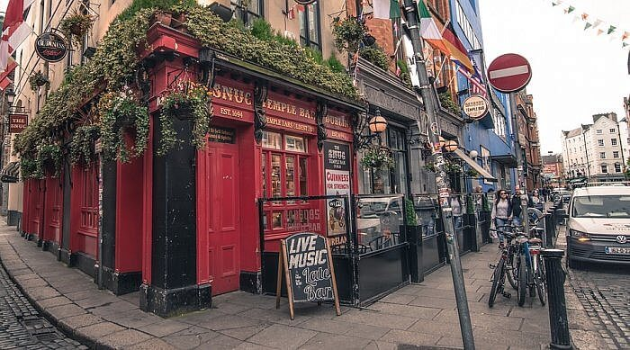 temple bar dublin ireland pub trad fest