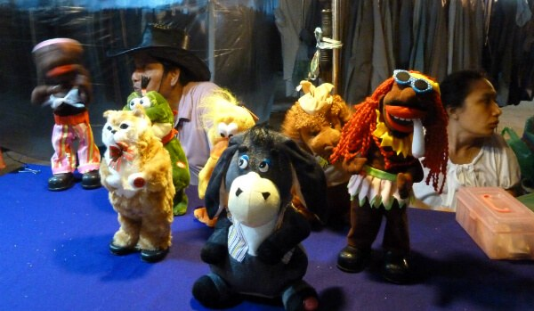 Puppets at Talad Rot Fai