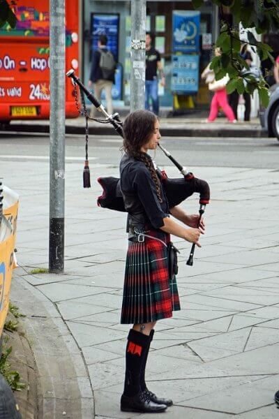 scotland woman piper busker