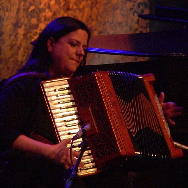 Irish musician Mirella Murray on accordion Cherish the Ladies by Kerry Dexter
