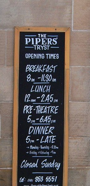 pipers tryst glasgow sign